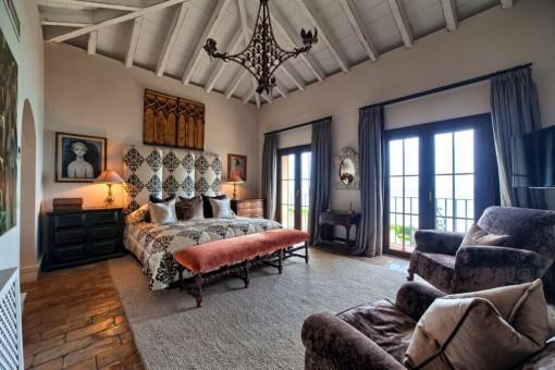 Luxuriöses Hauptschlafzimmer en Suite im ersten Stock