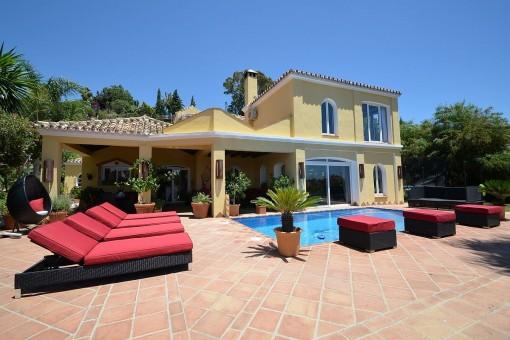 Wunderbare ländliche Villa in der New Golden Mile von Marbella, in der nähe vom Strand, ideal für Natur- und Pferdeliebhaber