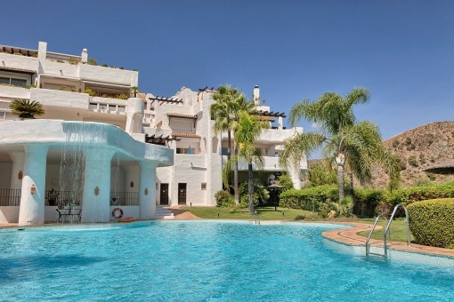Las Lomas de La Quinta - geräumiges und helles Duplex Eckpenthouse mit herrlichem Meer- und Bergblick