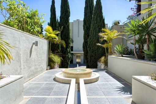 Community-Bereich mit Brunnen