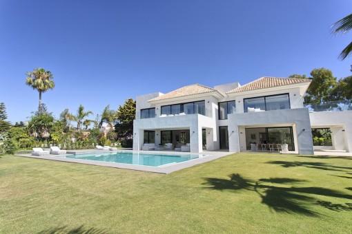 Geräumige, neue und moderne Villa in Guadalmina baja, Marbella