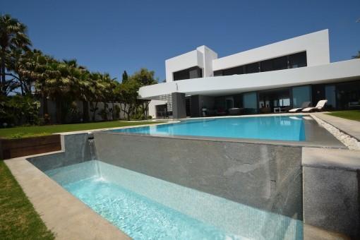Moderne Designer-Villa direkt am Strand in Los Monteros, Marbella