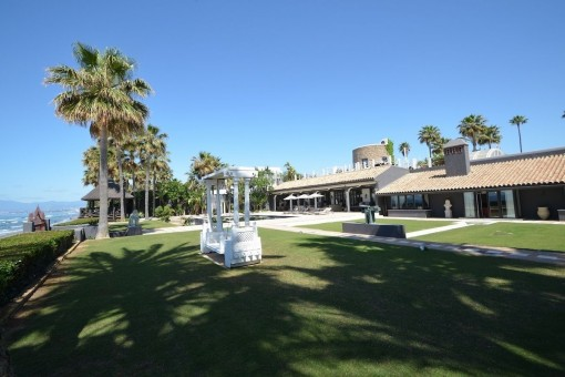 Spektakuläre Villa am Strand in Los Monteros, Marbella