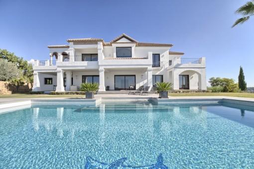 Top-Qualitätsvilla in Los Flamingos Golf Resort, Benahavis - nach Süden mit spektakulärem Ausblick auf das Mittelmeer ausgerichtet