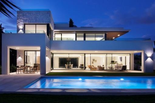Prächtige neue Villa, nur 200m vom Strand in Guadalmina Baja entfernt - Casasola
