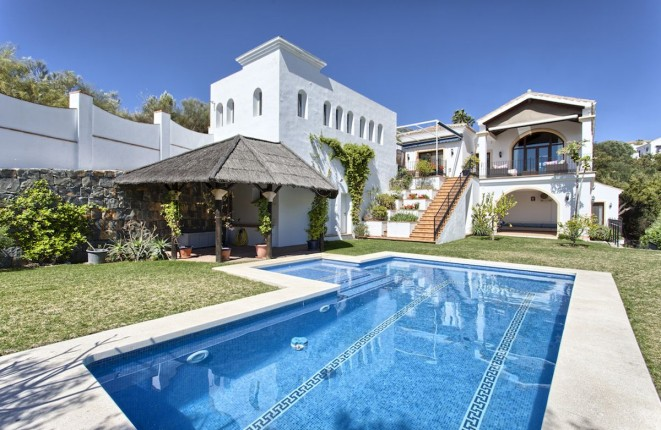 Villa mit schöner Aussicht auf das Mittelmeer und die Berge in Monte Mayor, Benahavis