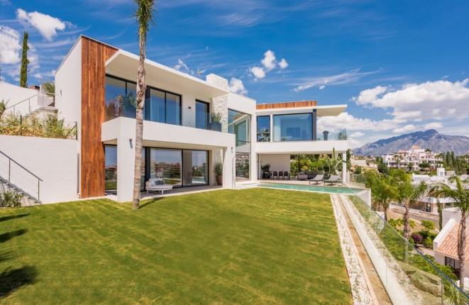 Spektakuläre moderne Villa in Las Alquerias, Benahavis, mit herrlicher Aussicht