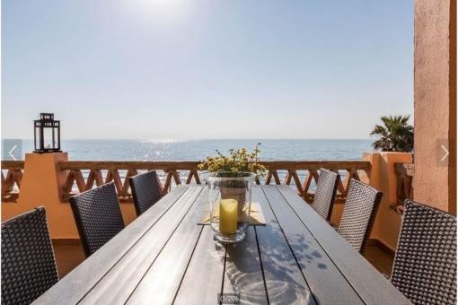 Fantastisches Strandpenthouse in erster Meereslinie mit einem unschlagbaren Ausblick in Mijas, Costa Del Sol