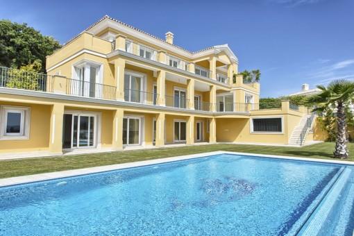 Nach den höchsten Standards erbaute Neubauvilla mit schöner Aussicht auf die Küste in Benahavís