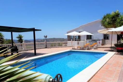Gepflegte Finca mit Panoramablick und Pool in Cómpeta, Málaga