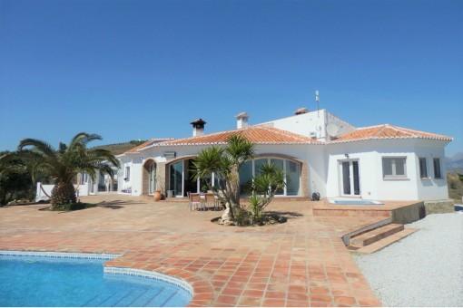 Außergewöhnliche Villa mit Gästehaus, Pool und atemberaubenden Panoramablick in Vélez-Málaga