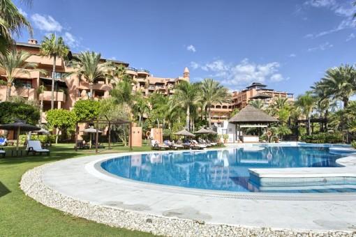 Geräumige Wohnung in einem privaten Trakt des Strandhotels direkt am Meer in Estepona