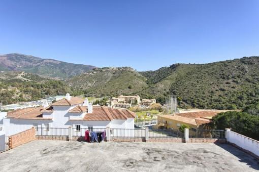 Einladendes, rustikales, andalusisches Stadthaus in Benahavis