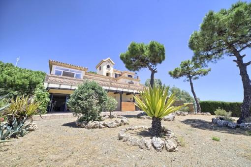 Elegantes Familienhaus mit Pool in der Nähe der Stadt Estepona