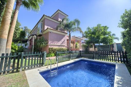 Einladendes Familienhaus in unmittelbarer Nähe zu Banus in Nueva Anadalucia
