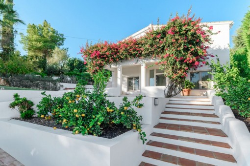 Elegante, komplett renovierte Villa mit offenem Meerblick in El Rosario, Marbella
