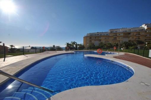 Gut ausgestattete Eckwohnung mit Gemeinschaftsgarten und Swimmingpool in La Cala de Mijas