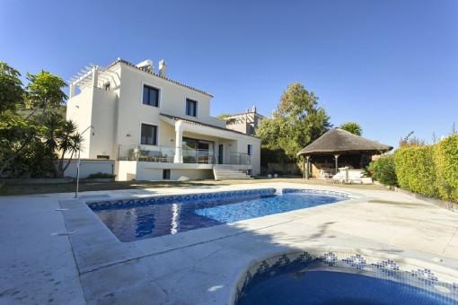 Atemberaubende Villa in bester Lage in La Duquesa