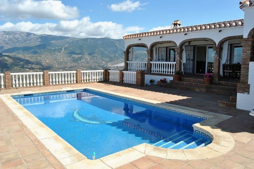Beeindruckendes Landhaus mit Pool und Meerblick in Cómpeta, Málaga