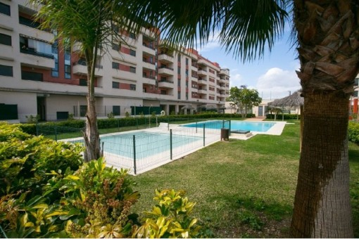 Gemütliche Wohnungen mit Gemeinschaftspool und Paddelplatz in der Nähe des Strandes von Torre del Mar