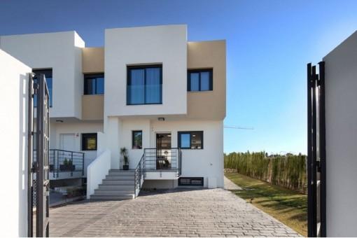 Brandneues Bauprojekt mit verschiedenen Hausstilen in einer ruhigen Wohngegend in der Nähe von Málaga