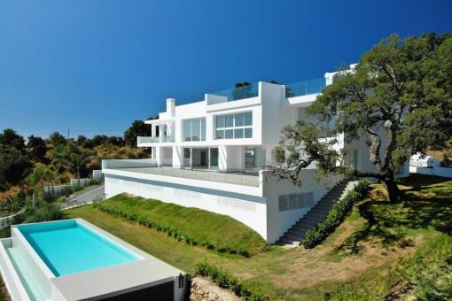 Brandneue moderne Villa mit spektakulärer Aussicht in La Mairena, Marbella