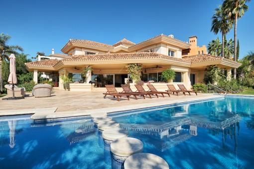 Geräumige, charmante Villa im klassischen Stil in Nueva Andalucia, Marbella