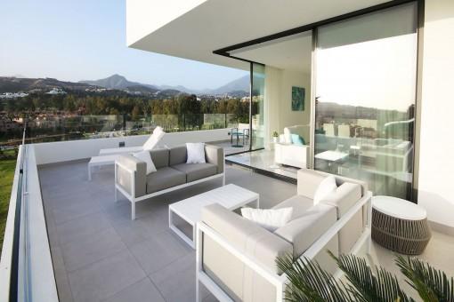 Großartige Wohnung im mittleren Stockwerk mit 3 Schlafzimmern neben dem Golfplatz Atalaya, New Golden Mile
