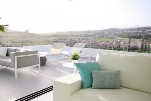 Großartige Erdgeschosswohnung mit 3 Schlafzimmern neben dem Golfplatz Atalaya, New Golden Mile