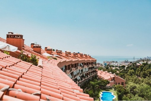 Geräumiges und helles Penthouse in Fuengirola mit Gemeinschaftspool und Meerblick