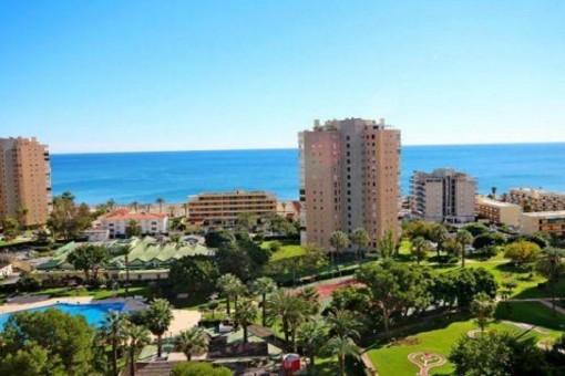 Komplett hochwertig ausgestattete Wohnung mit Gemeinschaftsbereichen in Torremolinos