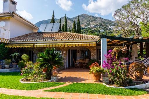 Großes Grundstück mit 5 Häusern in den Hügeln von Mijas, an der Küste von Andalusien
