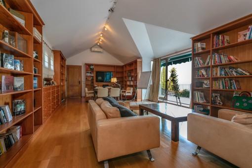 Bibliothek mit Terrassenzugang