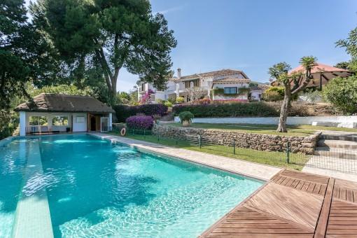 Mediterrane Villa in privilegierter Lage am Meer in Benalmadena
