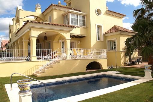Schöne Strandvilla in der Nähe des Hafens von Puerto Banús