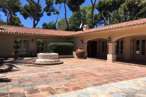 Villa im andalusischen Stil in Strandnähe in Los Monteros, im Osten Marbellas