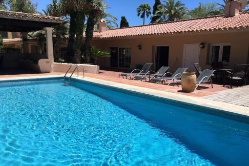 Villa im andalusischen Stil in Strandnähe in Los Monteros Playa, Marbella