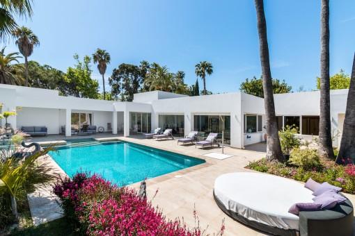 Moderne Villa in El Paraiso, Estepona, zu einem sehr hohen Standard renoviert