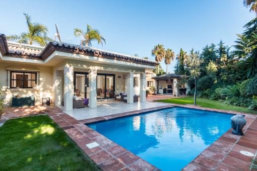 Neu renoviert zu einem sehr hohen Standard - Villa mit 4 Schlafzimmern in Estepona - Paraiso Beachside