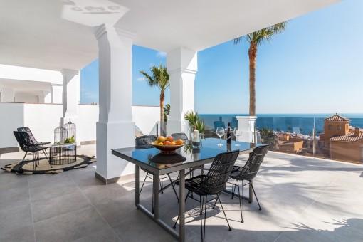 Erhöhte gelegene 2-Zimmer-Wohnung im Erdgeschoss mit herrlicher Aussicht, nahe dem Strand in Manilva