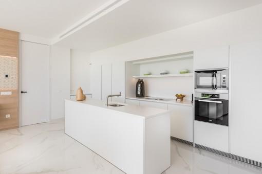 Voll ausgestattete, moderne Küche