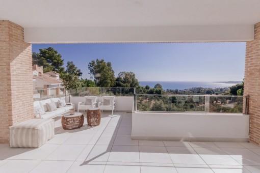 4 Schlafzimmer Villa mit großer Meerblickterrasse in Benalmádena