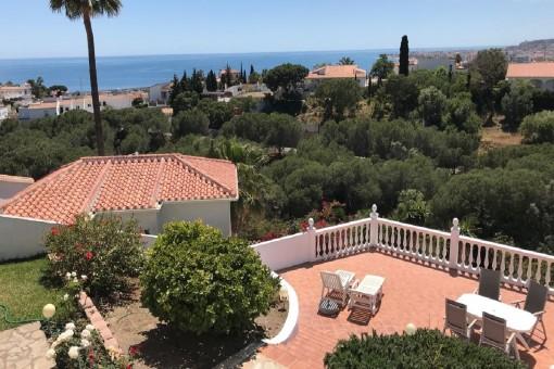 Herrliche Villa mit Meerblick und Pool in Caleta de Velez