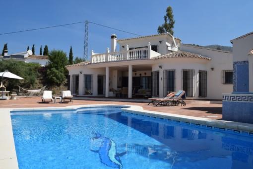 Wunderschöne Villa mit großem Poolbereich und Terrasse in Arenas