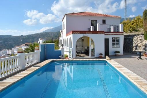 Wunderschöne Villa mit großer Terrasse und Pool in Canillas de Albaida