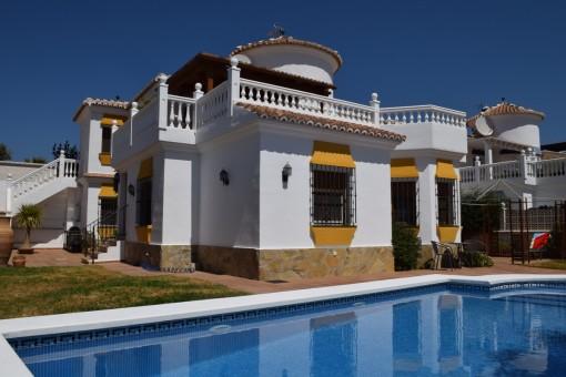 Herrschaftliche Villa mit gepflegtem Pool und Sonnenterrasse nahe Vélez-Málaga
