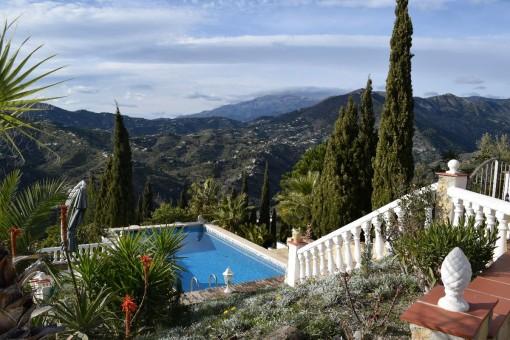 Wunderschöne Villa mit traumhaften Panoramablick auf das Meer und die Berge bei Torrox