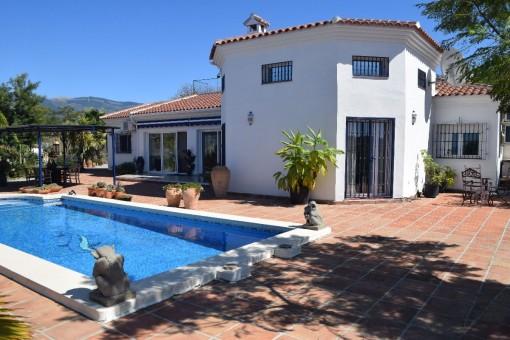 Wunderschönes Landhaus mit Pool und atemberaubendem Blick auf die Berge bei Arenas