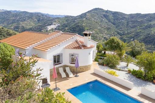 Landhaus in Algarrobo mit 2 Schlafzimmern, 2 Badezimmern, Swimmingpool und Meerblick