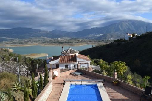 Großes Landhaus mit separatem Gästeapartment und Seeblick in Viñuela, Málaga